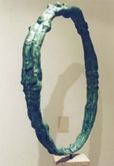 Tre figure nel cerchio '00 bronzo h cm70